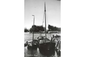 De VN89 in de haven van Vollenhove van 1947