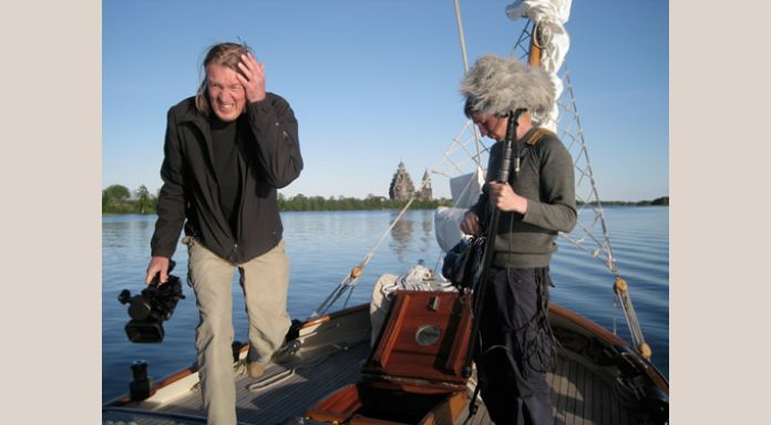 The finish movie-crew Illka and Timo preparing themselves for an other beautifull shot of 't Gauwe Haentje in Kizhi