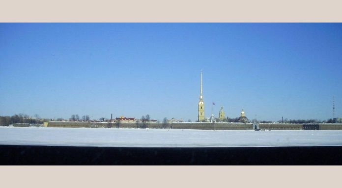 "The Fortress of ""Peter en Paul"" over the frozen Neva"