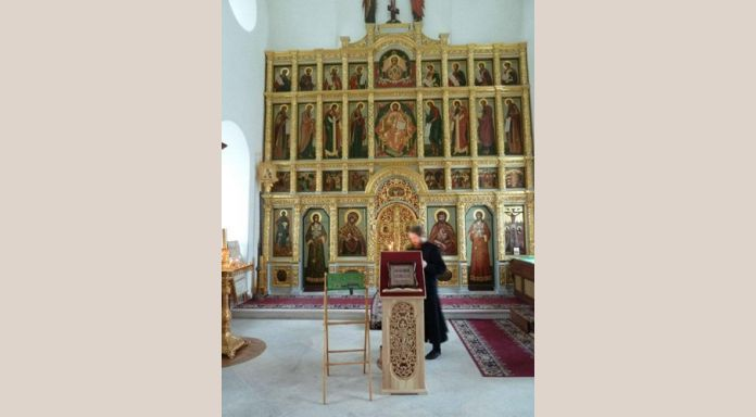 Interior with iconostase of Golgotha church